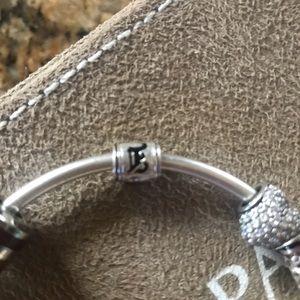 Jewelry - Hawaiian E barrel charm